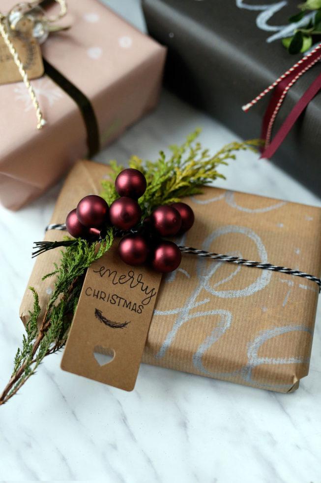 geschenke verpacken mit packpapier und pers nlichem lettering pieces of mariposa. Black Bedroom Furniture Sets. Home Design Ideas
