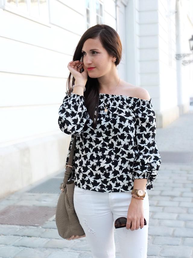 Off Shoulder Bluse, Weiße Skinny Jeans, Celine Caty Sonnenbrille