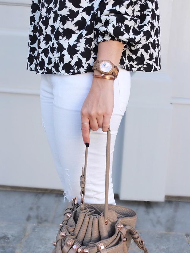 Holzuhr, Weiße Skinny Jeans, Off Shoulder Bluse
