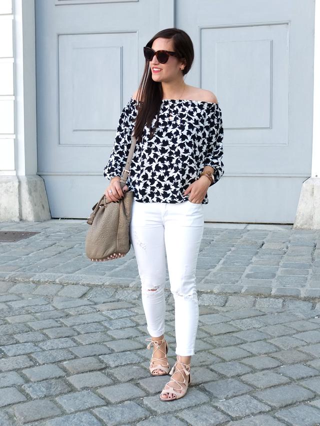 Off Shoulder Bluse, Weiße Skinny Jeans, Celine Caty Sonnenbrille, Rosa Gladiatoren Sandalen