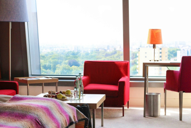 Radisson Blu Frankfurt Hotelzimmer und Aussicht