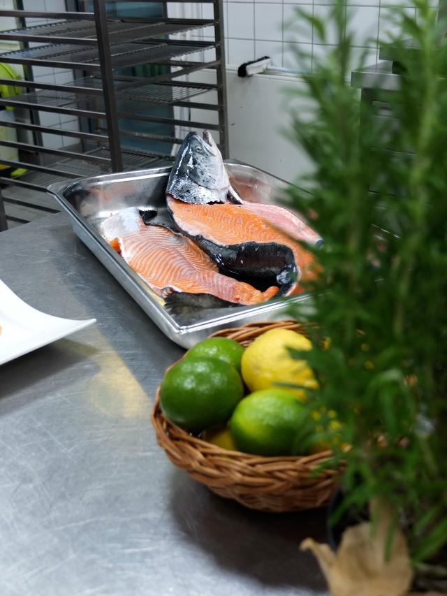 Radisson Blu Frankfurt Küche Fisch Kochkurs