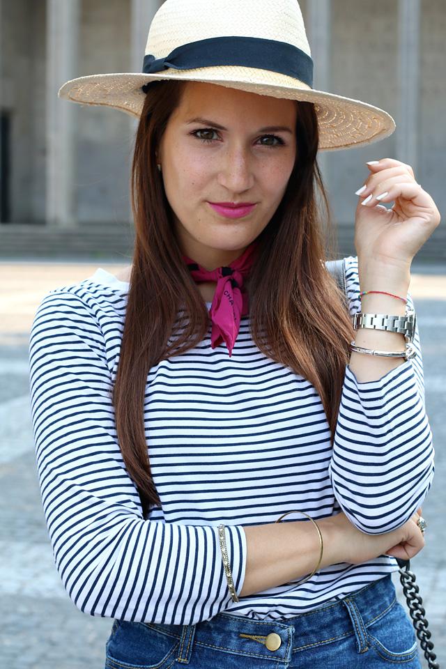 Pinkes Halstuch, Chanel Halstuch, Vintage Halstuch, Ringelshirt mit Halstuch, Button Down Rock, Rock mit Knopfleiste, Strohhut und Ringelshirt