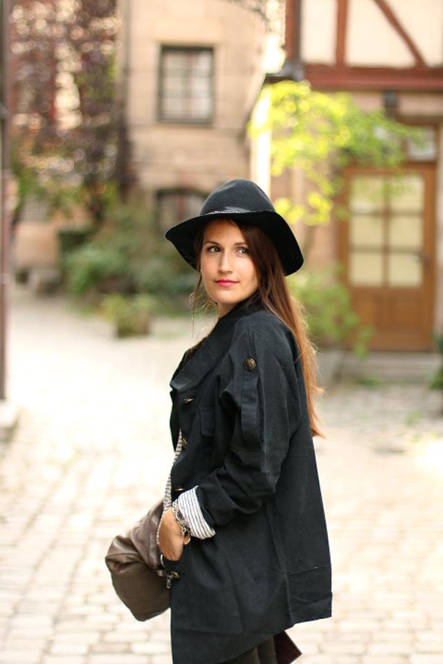 Herbstliches Outfit mit Hut, Gemütlicher Herbstlook, Waxed Skinny Jeans, Gewachste Skinny Jeans, spitze Ballerinas mit Nieten, Look mit Hut