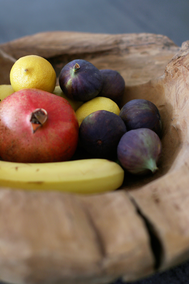 Obstschale aus Teakholz, Teakholzschale, Obst in Teakholzschale
