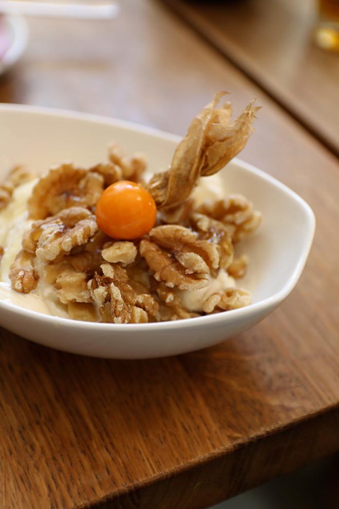 Griechischer Joghurt mit Walnüssen und Honig Miss Lilly München