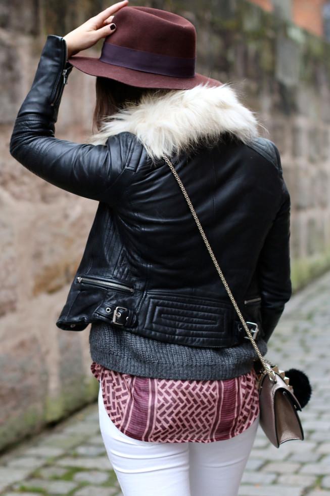 Winter Layering, Strickpullover, Pali Print Bluse, Hut, Fake Fur Schal
