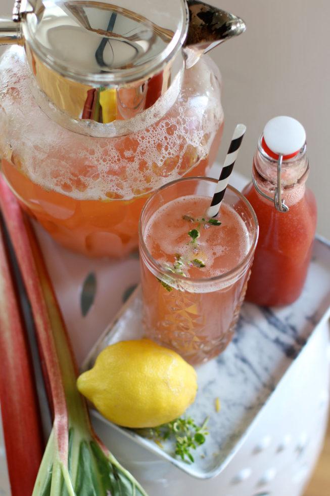 Rhababerlimonade mit Zitronenthymian
