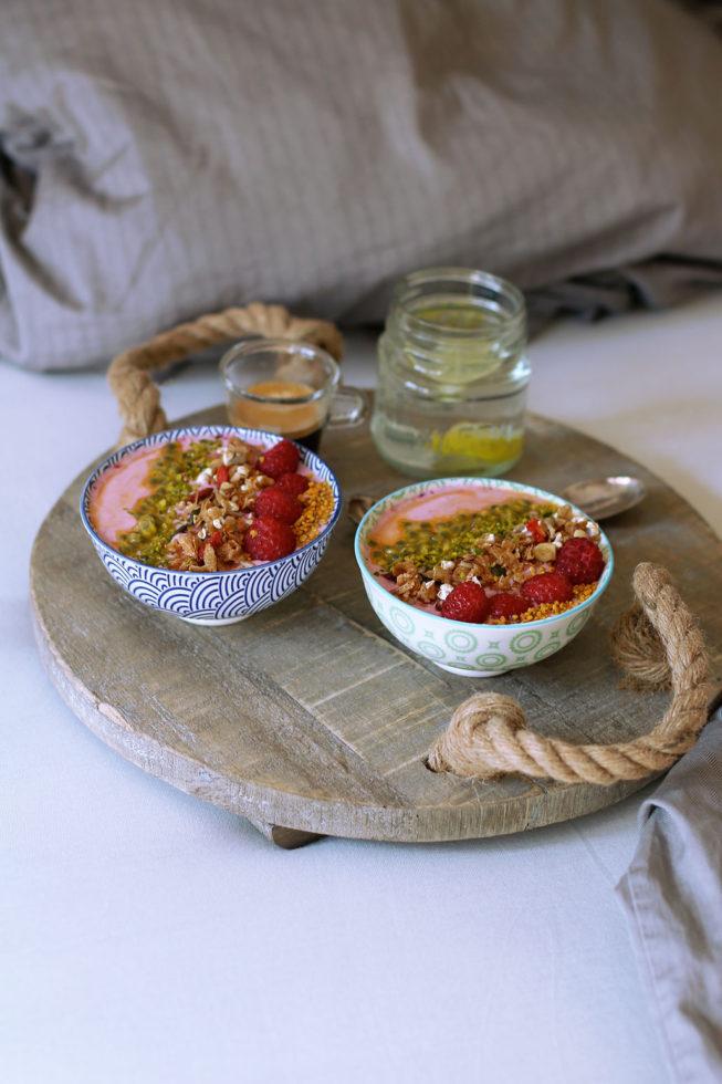 Beeren-Joghurt-Bowl mit selbstgemachtem Granola