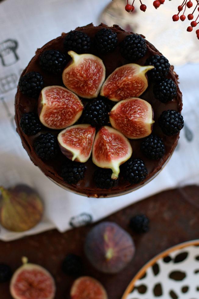 No Bake Schokoladenkuchen mit Feigen und Brombeeren