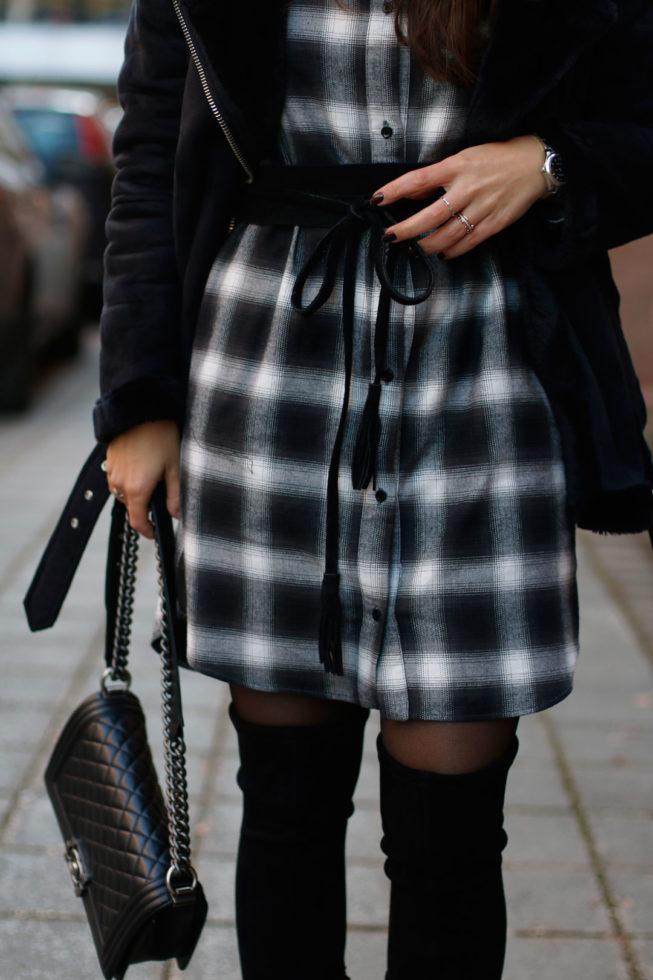 Kariertes Hemdkleid und Overknee Boots