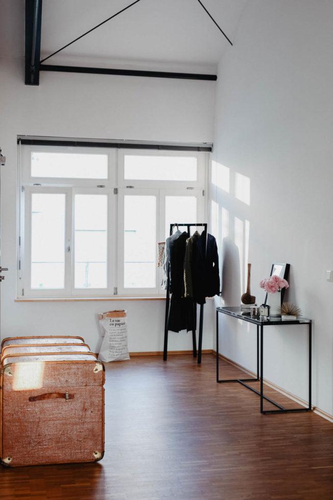 Loft Living: Unser Flur Und Deko Tipps Für Einen Minimalistisch  Individuellen Eingangsbereich, Konsolentisch