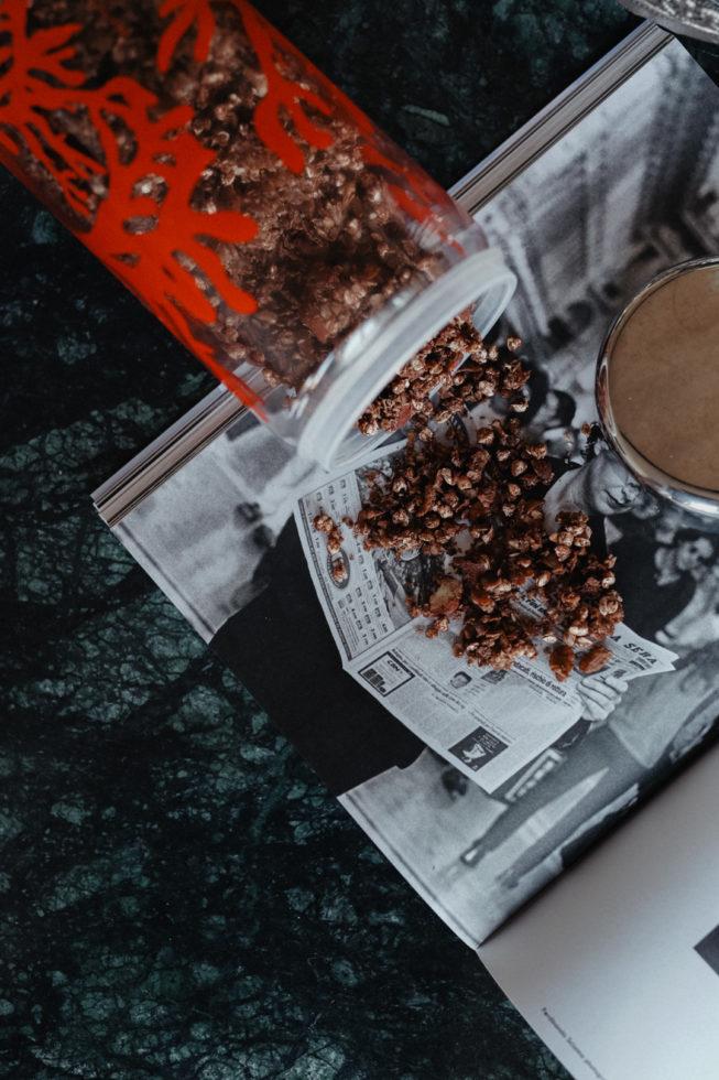 Gesundes Frühstück: Selbstgemachtes Schokoladen-Granola