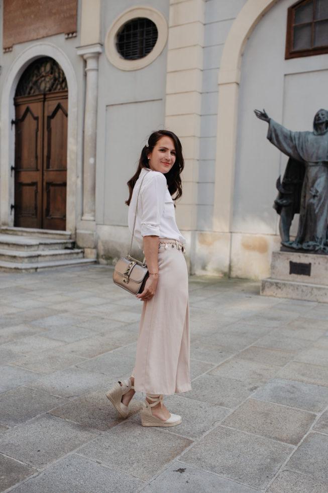 Pastell Sommerlook mit gewickelter Hose