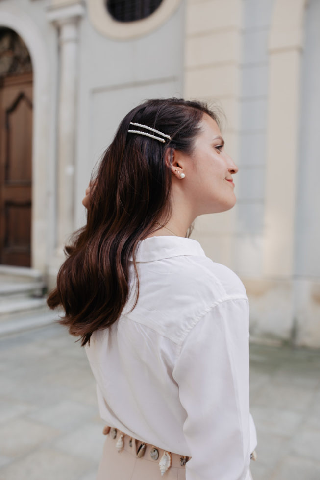 Sommerlook mit Perlen Haarklammern
