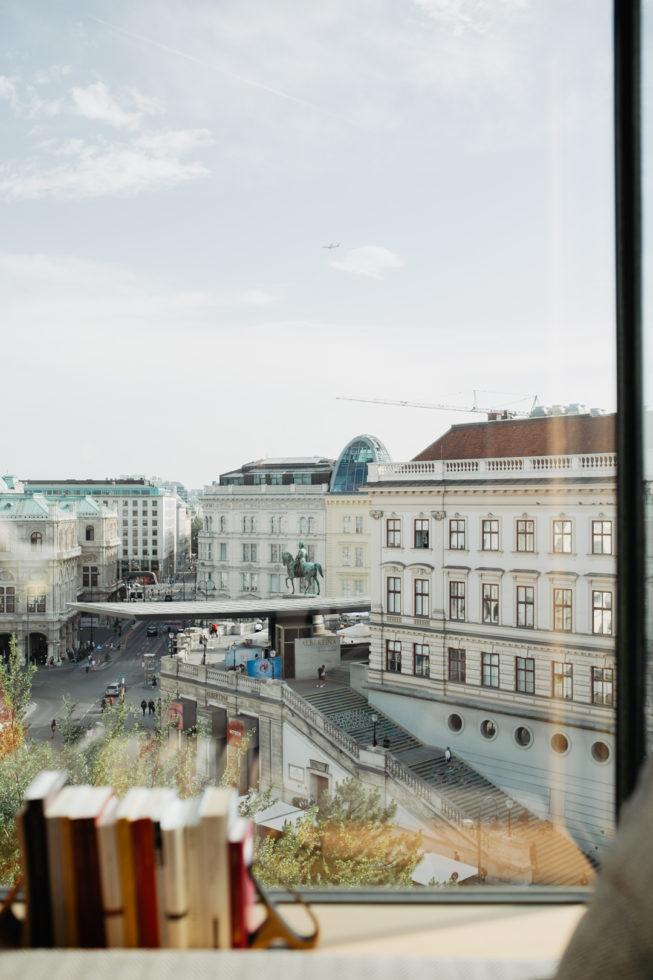 Blick aus dem Hotelzimmer im The Guesthouse Vienna auf die Albertina