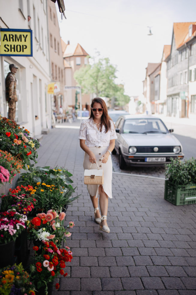 Summer Neutrals, Sommerlook in Beige und Weiß