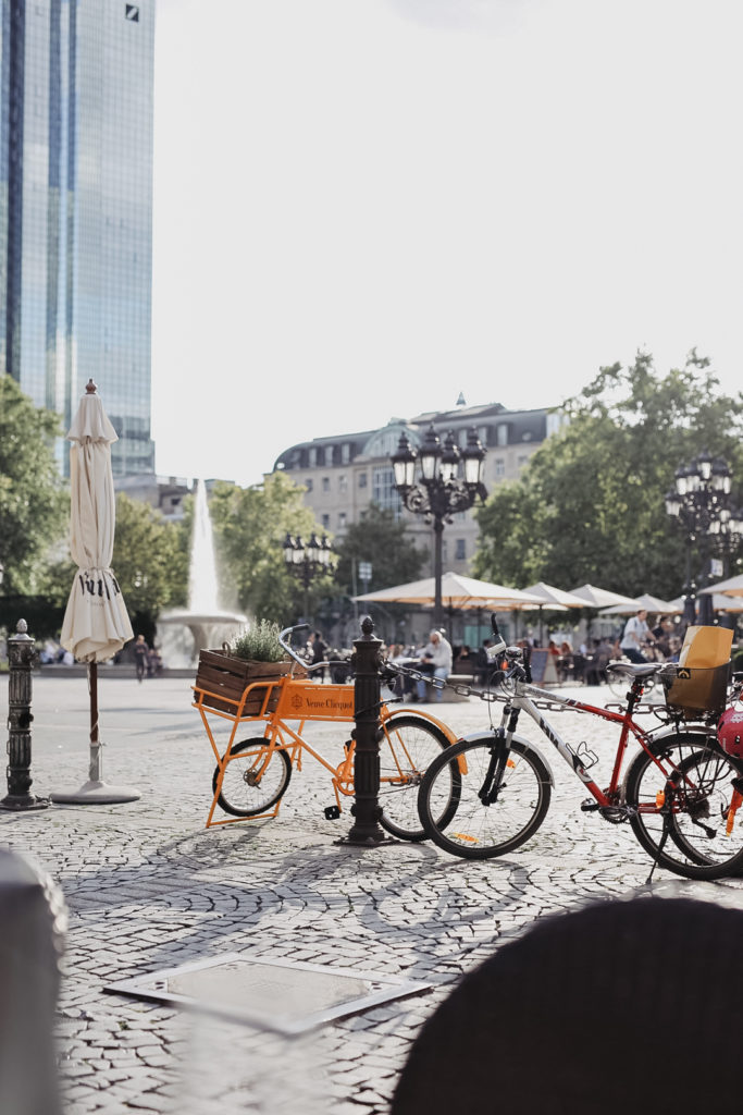 Opernplatz Frankfurt an einem Spätsommertag