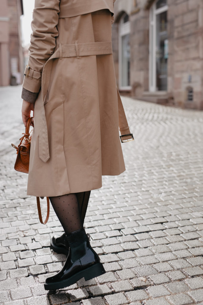 Outfit mit Trenchcoat und Chunky Boots