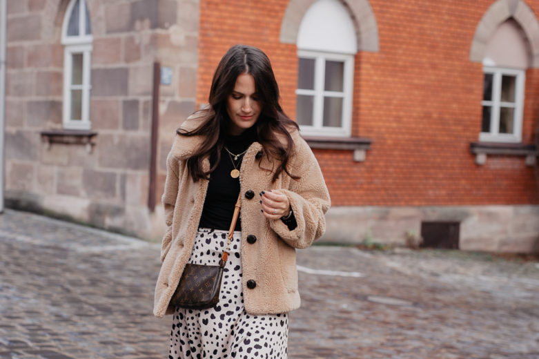Winterlook mit Teddy Coat