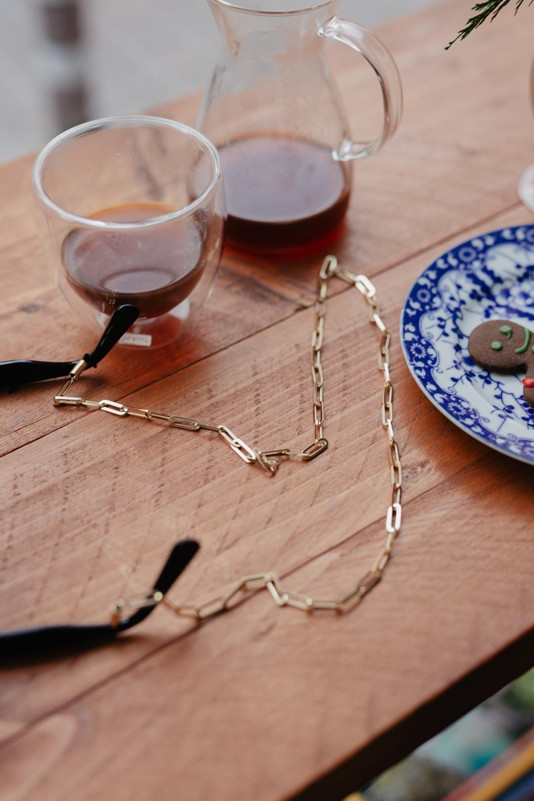 Gold Eyewear Chain von VIU | Pieces of Mariposa