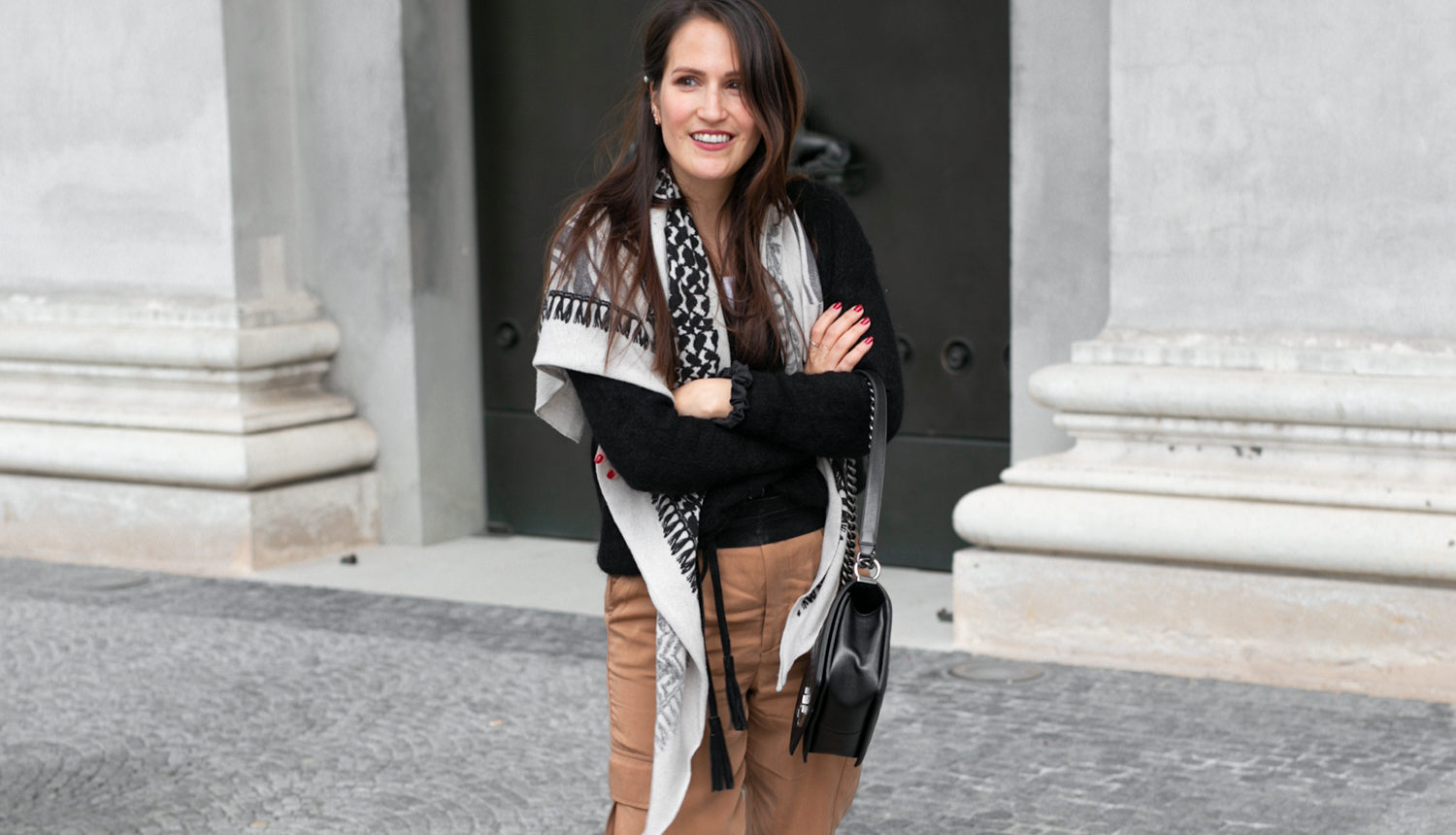 Outfit Lala Berlin Schal