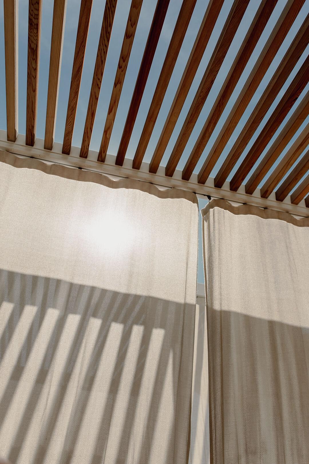 Pool im Al Bandar Rotana Dubai - Pieces of Mariposa // Lifestyle Blog aus Nürnberg