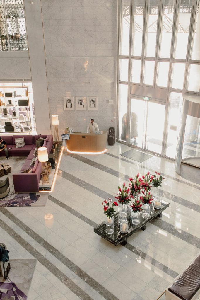 Lobby im Pool im Al Bandar Rotana Dubai