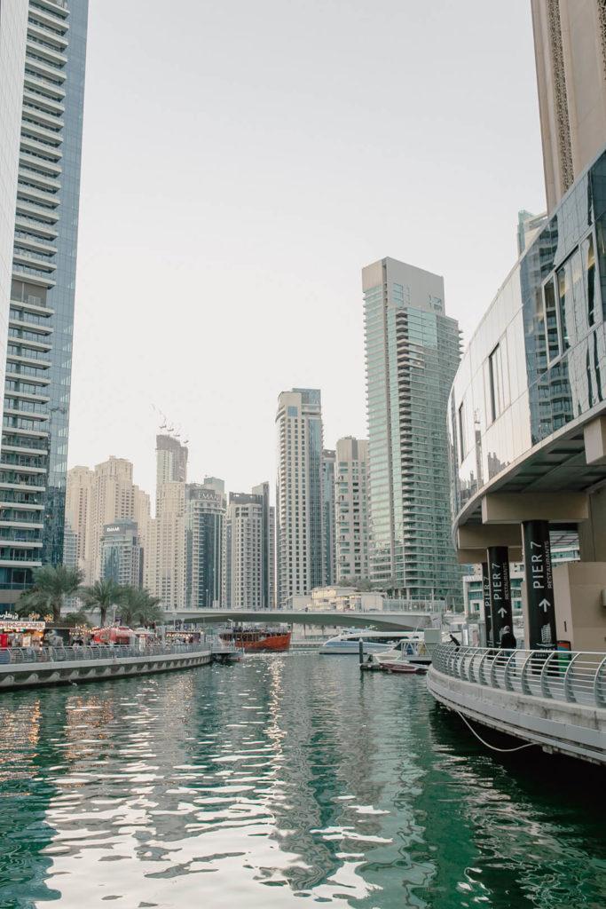 Ein Spaziergang durch Dubai Marina