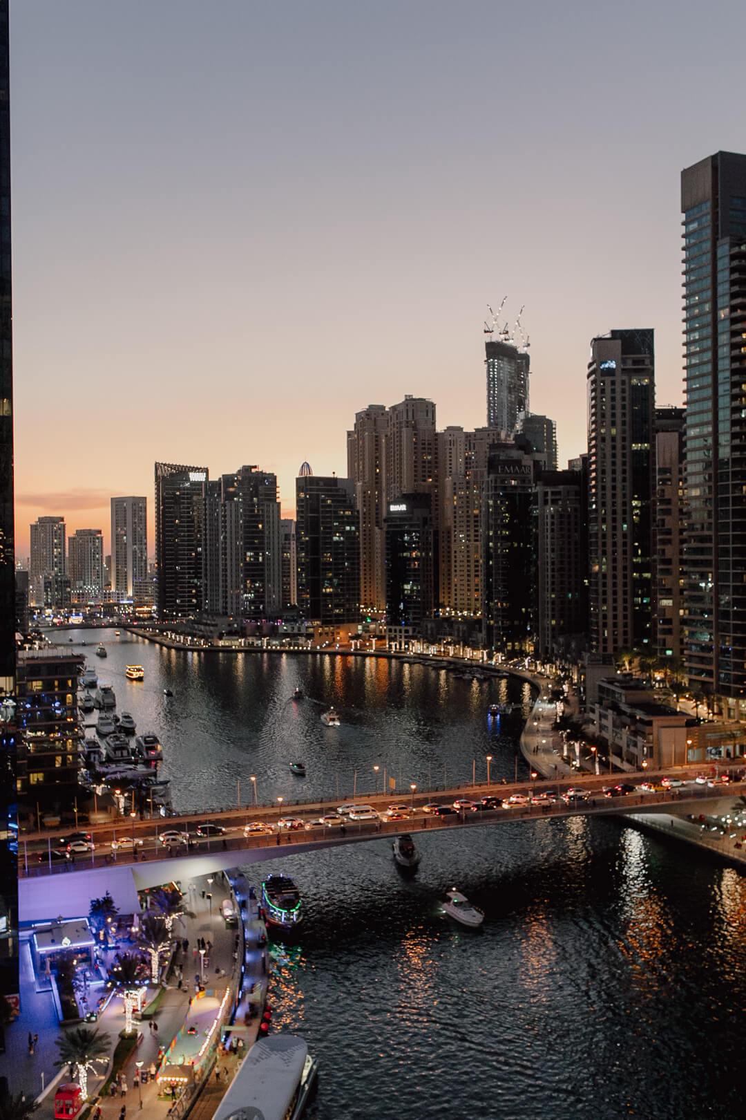 Blick vom Pier 7 auf den Stadtteil Dubai Marina - Pieces of Mariposa // Lifestyle Blog aus Nürnberg