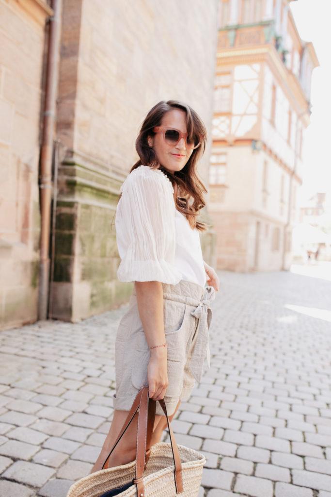 Outfit mit kurzen Shorts – So kombinierst du sie erwachsener