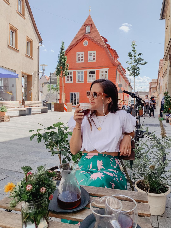 Samstag Tradition mit einem Kaffee im Blauen Haus Schwabach - Pieces of Mariposa