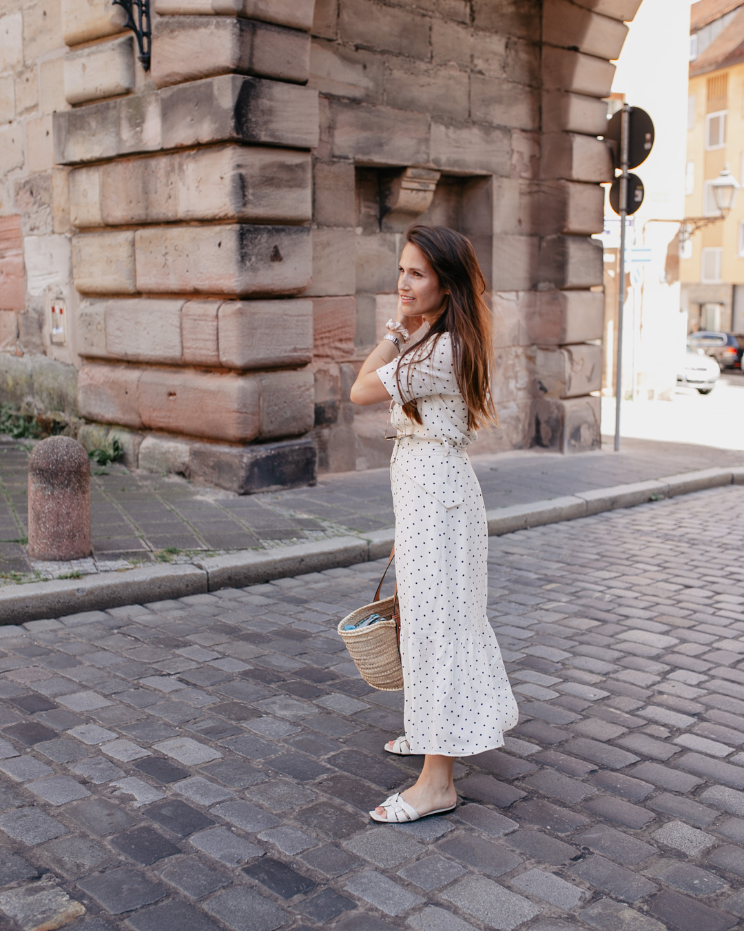 Sommerlook mit Polka Dots Kleid - Pieces of Mariposa
