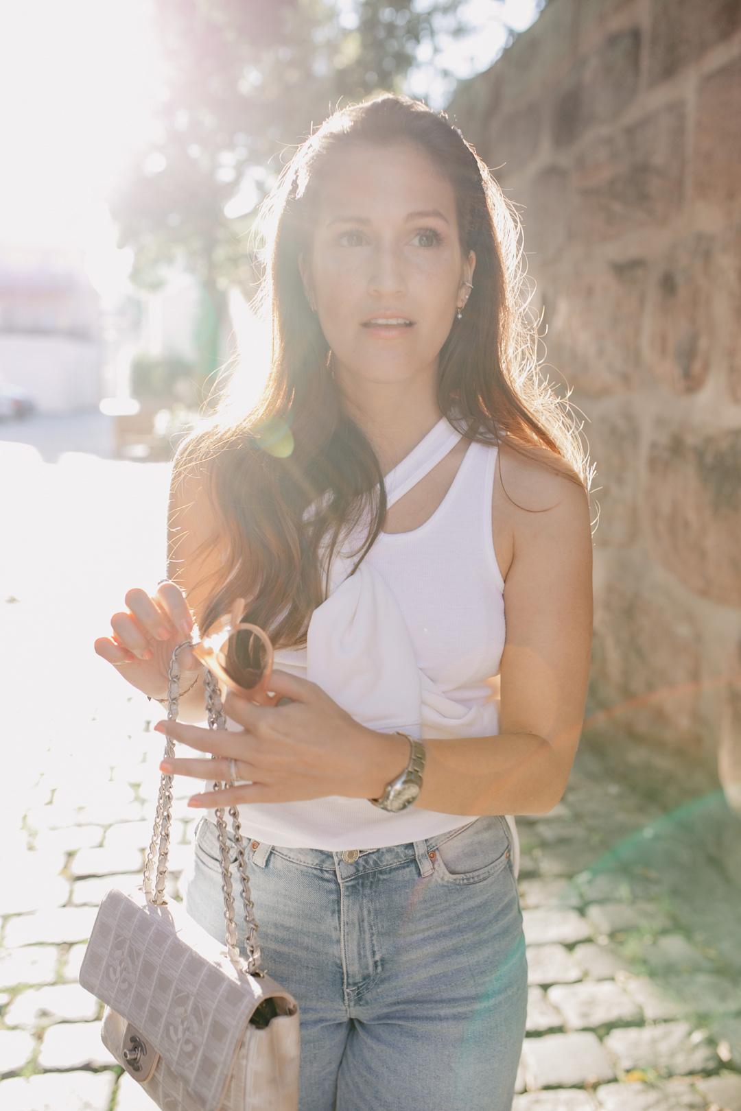 Ein herbstlich luftiges Outfit in den Trendfarben Herbst 2020. Und eines ist sicher, farblich geht von absolut knallig bis angenehm neutral alles. Somit ist auch für jeden Geschmack etwas dabei! Mehr dazu findet jetzt auf www.piecesofmariposa.com