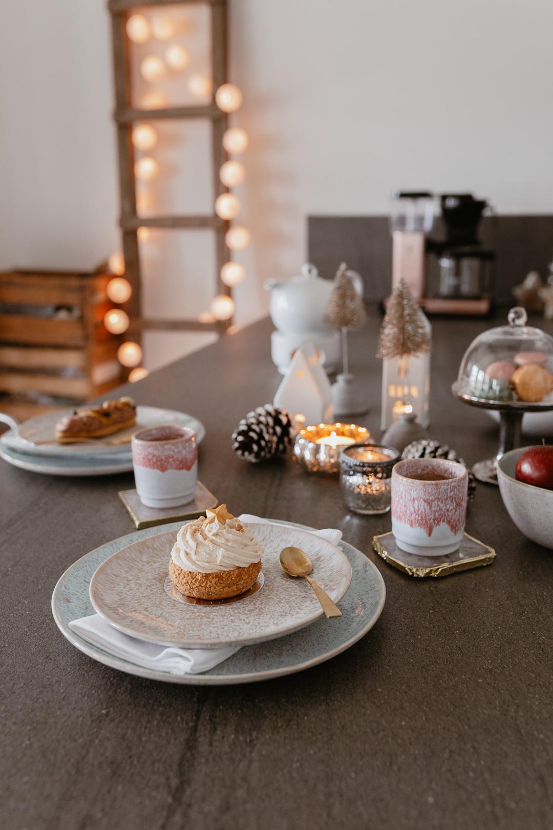 Wisst ihr, was ich in der Weihnachtszeit besonders liebe? Die beste Freundin zum Adventskaffee einladen. Meinen weihnachtlich gedeckten Tisch für das Coffee Date samt Macarons, Törtchen und dem hübschen Keramik Geschirr zeige ich euch auf www.piecesofmariposa.com. Außerdem könnt ihr auch etwas Tolles gewinnen!