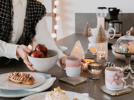 Wisst ihr, was ich in der Weihnachtszeit besonders liebe? Die beste Freundin zum Adventskaffee einladen. Meinen weihnachtlich gedeckten Tisch für das Coffee Date samt Macarons, Törtchen und dem hübschen Keramik Geschirr von Motel a Miio zeige ich euch auf www.piecesofmariposa.com. Außerdem könnt ihr auch etwas Tolles gewinnen!
