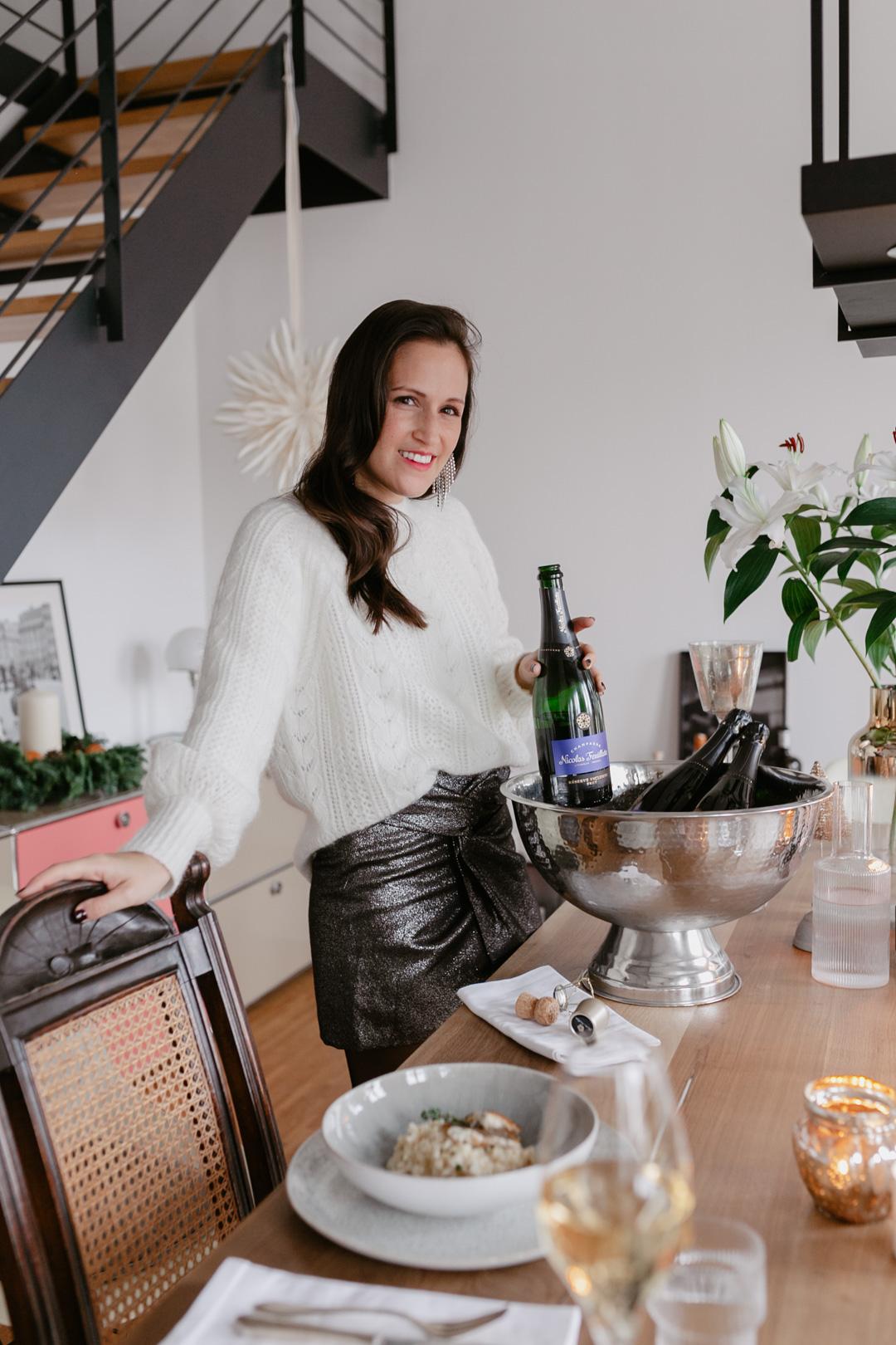 Seid ihr noch auf der Suche nach einer Essensidee für Weihnachten? Wir wäre es z.B. mit einem Thymian Risotto mit gebratener Forelle? Begleitet wird das Menü von einem Glas Nicolas Feuillatte Champagner, denn die Franzosen machen es uns vor & trinken den Schaumwein nicht nur als Aperitiv, sondern als prickelnde Essensbegleitung. Mehr dazu und das Rezept für das Risotto mit Forelle findet ihr auf www.piecesofmariposa.com.