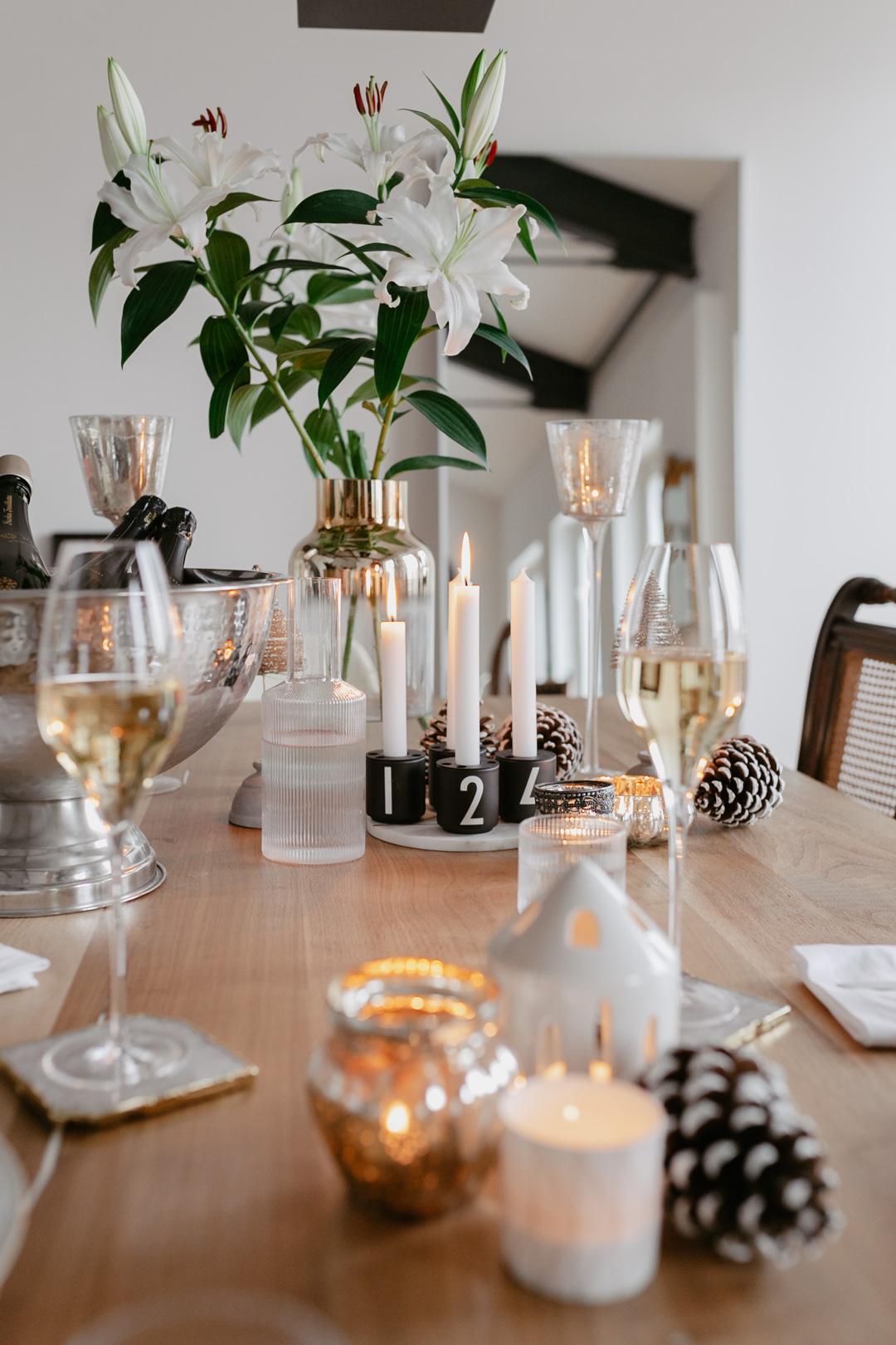 Seid ihr noch auf der Suche nach einer Essensidee für Weihnachten? Wir wäre es z.B. mit einem Thymian Risotto mit gebratener Forelle? Begleitet wird das Menü von einem Champagner, denn die Franzosen machen es uns vor & trinken den Schaumwein nicht nur als Aperitiv, sondern als prickelnde Essensbegleitung. Mehr dazu und das Rezept für das Risotto mit Forelle findet ihr auf www.piecesofmariposa.com.