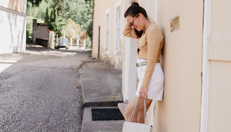 Endlich ist der Sommer da! Passend dazu habe ich für unseren Kurztrip nach Meran lauter sommerliche Teile aus dem Schrank geholt. Meine liebsten Sommerschuhe, weiße Jeans Shorts, eine sommerliche Strickjacke und meine Vintage Chanel Travel Line Bag. Fertig ist mein Sommerlook für die Stadt. Mehr Outfitinspo findet ihr auf meinem Blog Pieces of Mariposa.